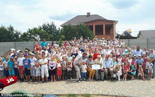 Người đàn ông có gia đình lớn nhất hành tinh với 346 con cháu Kinh-ngac-cu-ong-87-tuoi-co-toi-346-con-chau-1-1531271361-width6