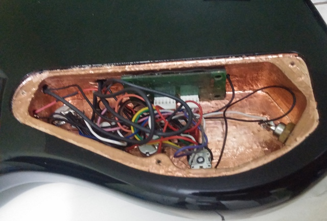 Upgrade na captação do Squier Deluxe Jazz Bass V Active CAM00888