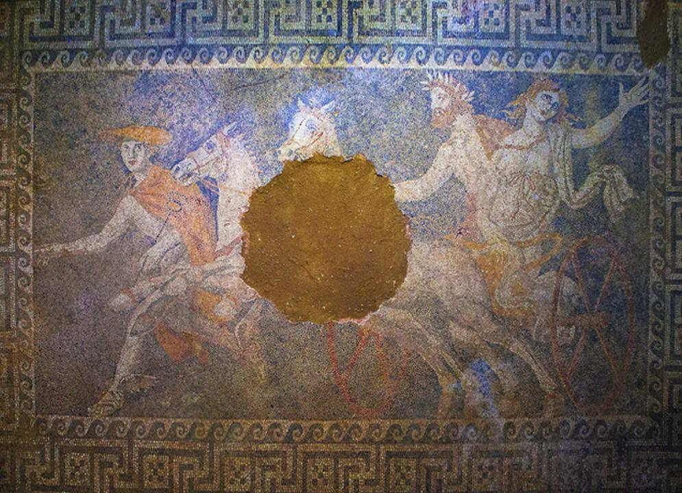 Nueva información tumba de Anphipolis Php_Thumb_generated_thumbnailjpg_CAGM74_LM