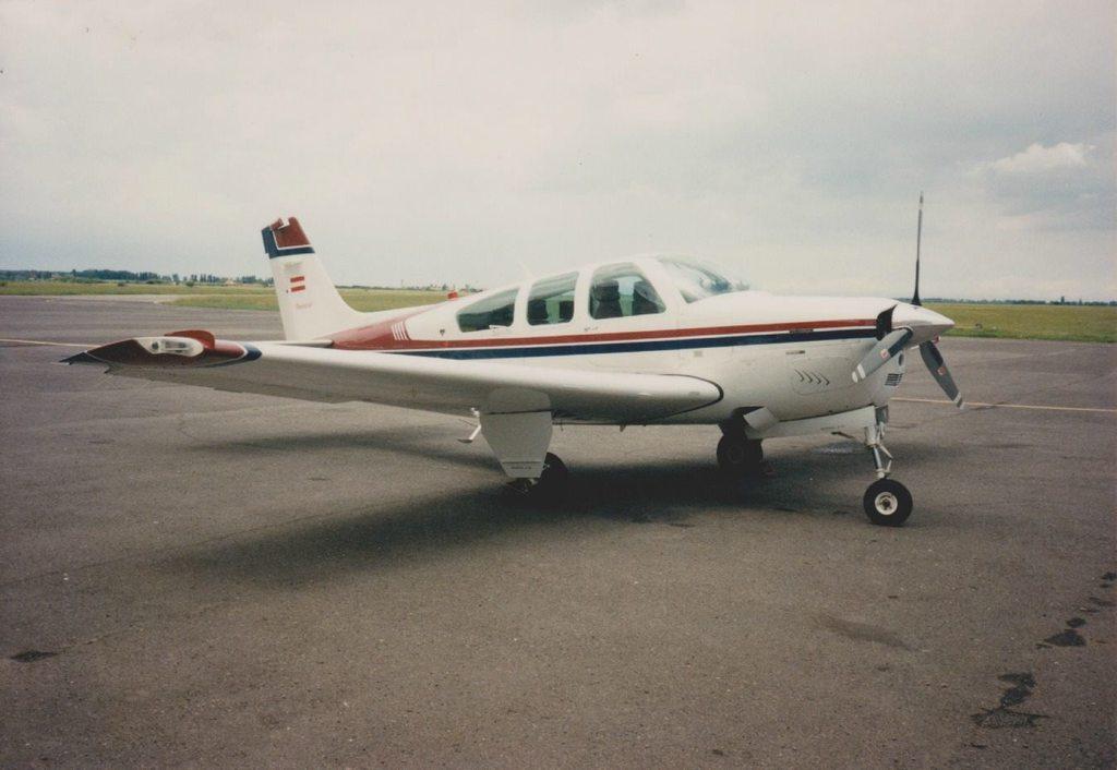 Aeroportul Arad - Poze Istorice - Pagina 2 1397914_599410550100250_888237037_o