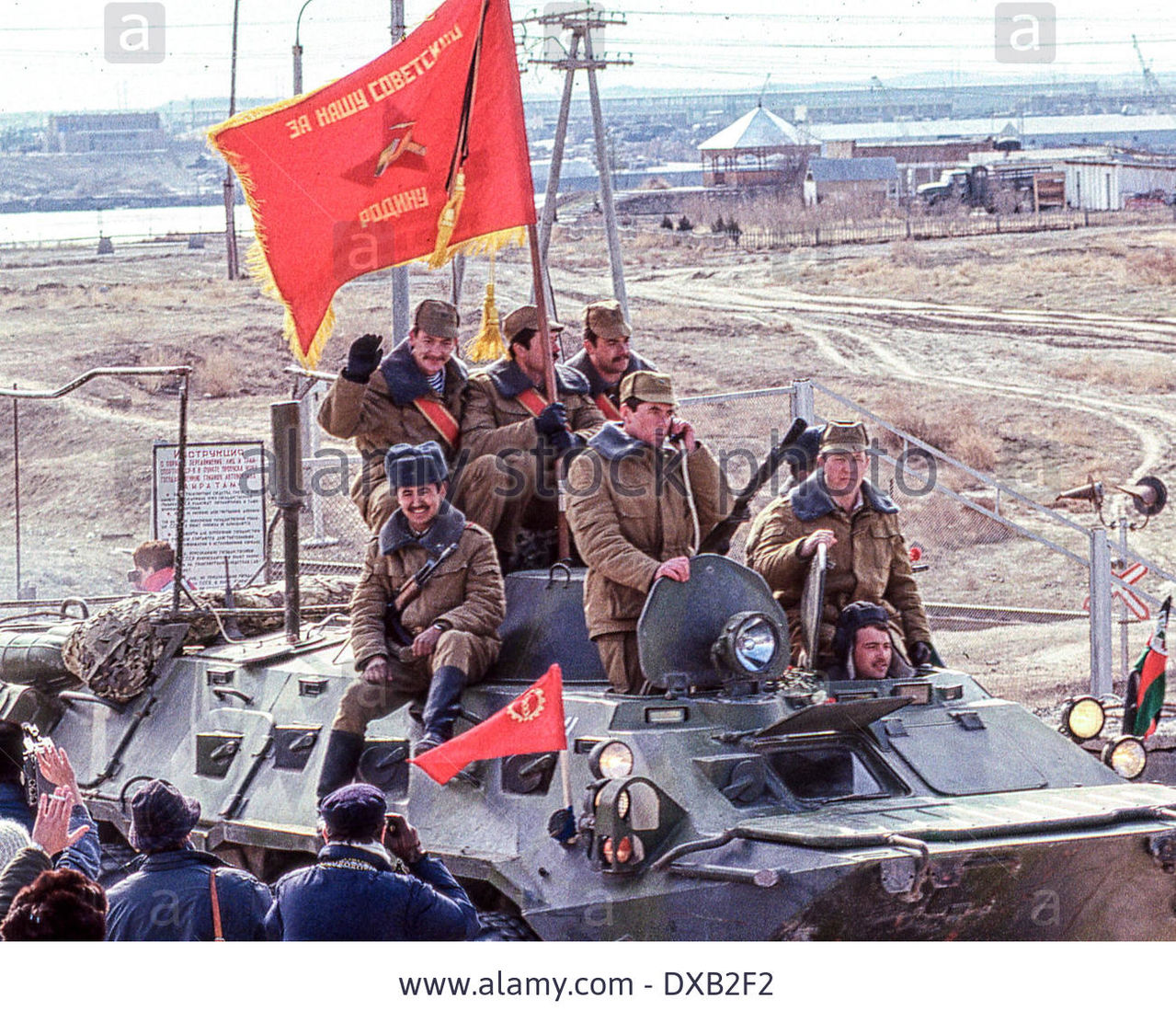Soviet Afghanistan war - Page 5 Feb_17_1989_termez_uzbekistan_ru_a_soviet_btr_ar