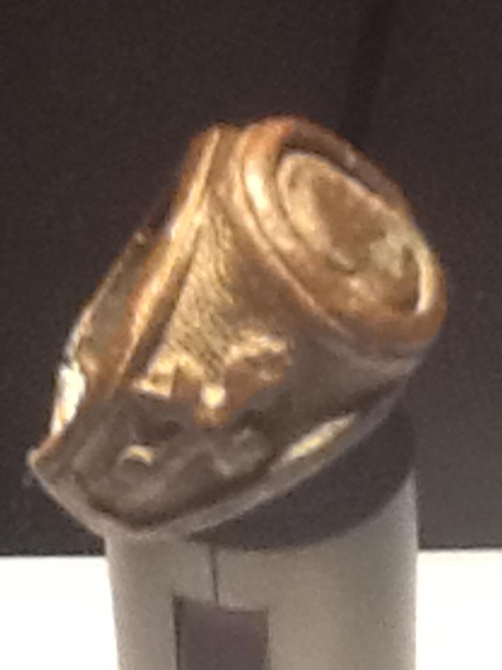 ayuda para identificar este anillo IMG_0687