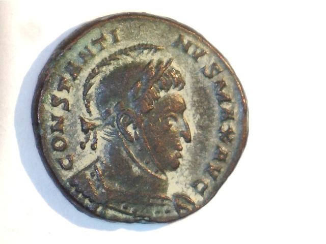 AE3 de Constantino I. VICTORIAE LAETAE PRINC PERP. Ceca Tréveri. Image