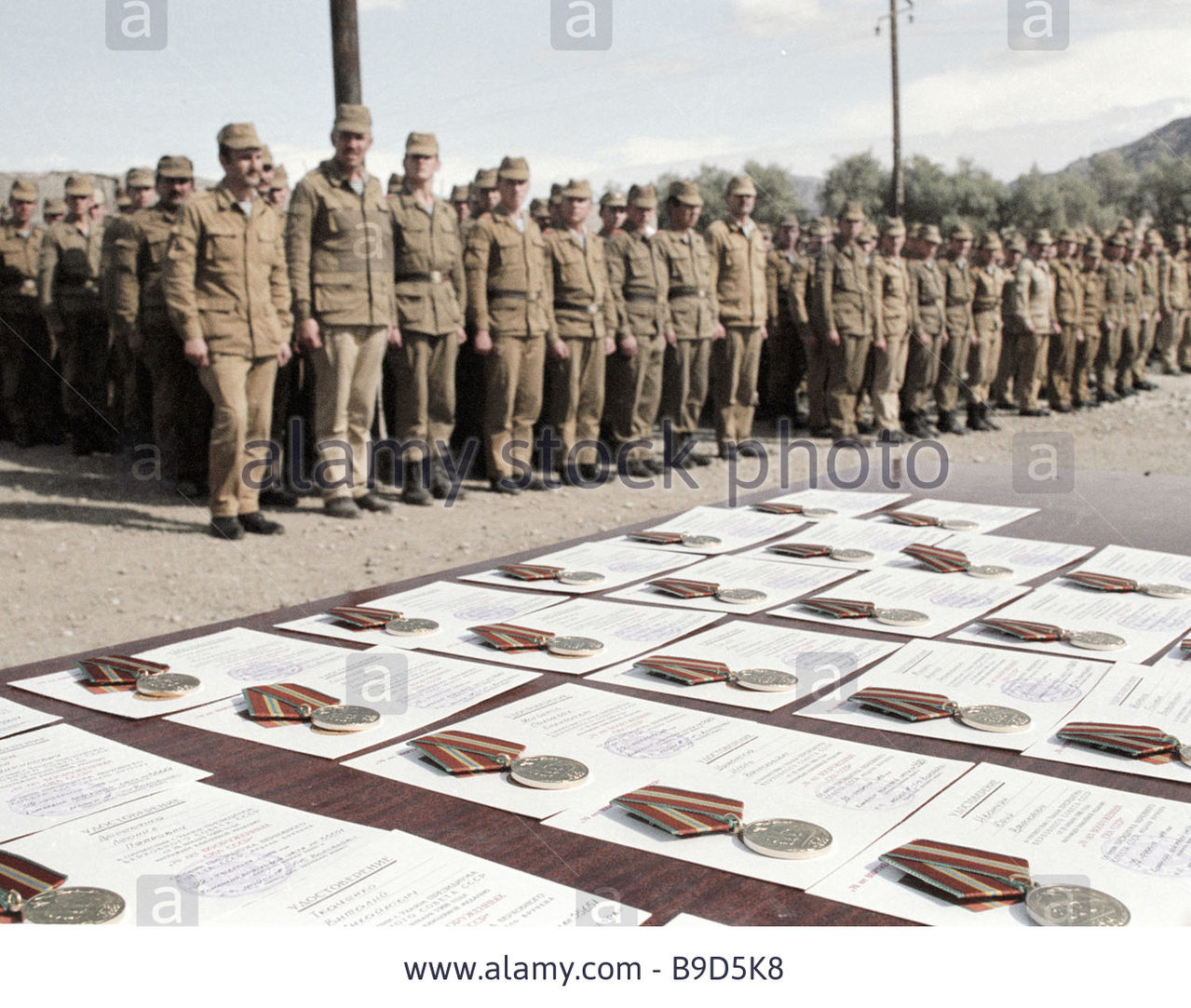 Soviet Afghanistan war - Page 5 Presenting_war_decorations_to_the_soldiers_of_th