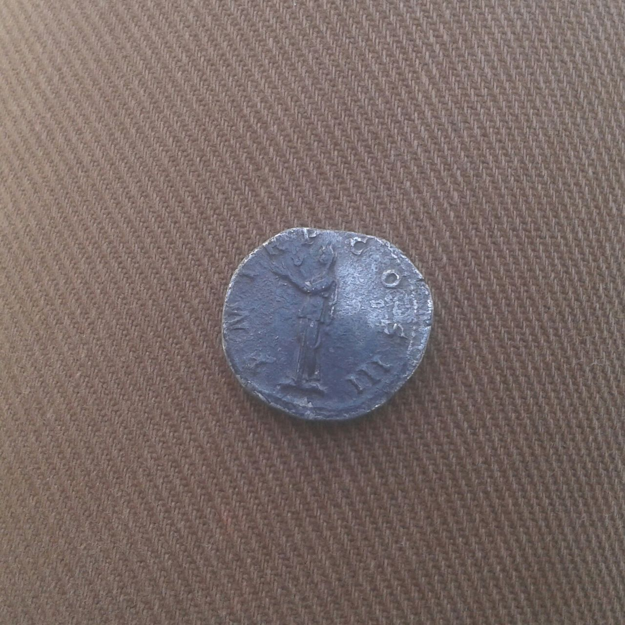 Denario de Adriano. P M TR P COS II. Pietas. Ceca Roma. 20160328_133506_1_1