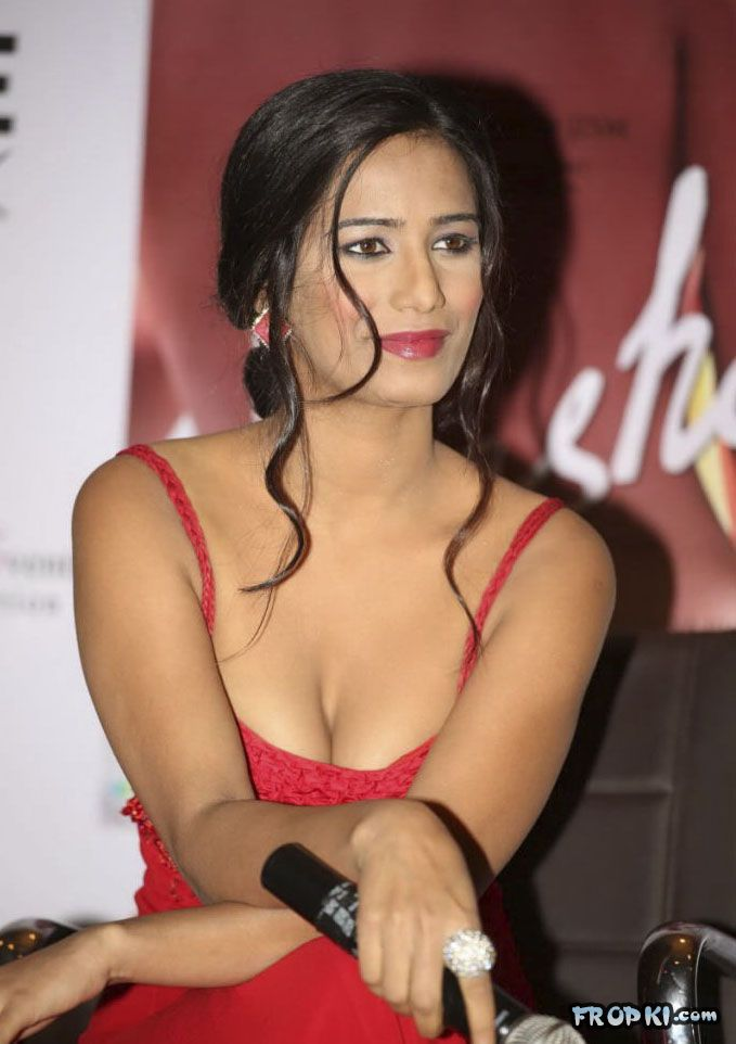 Poonam Pandey At Nasha Promotion 004