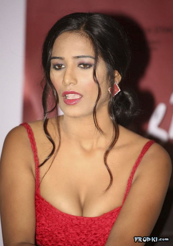 Poonam Pandey At Nasha Promotion 006