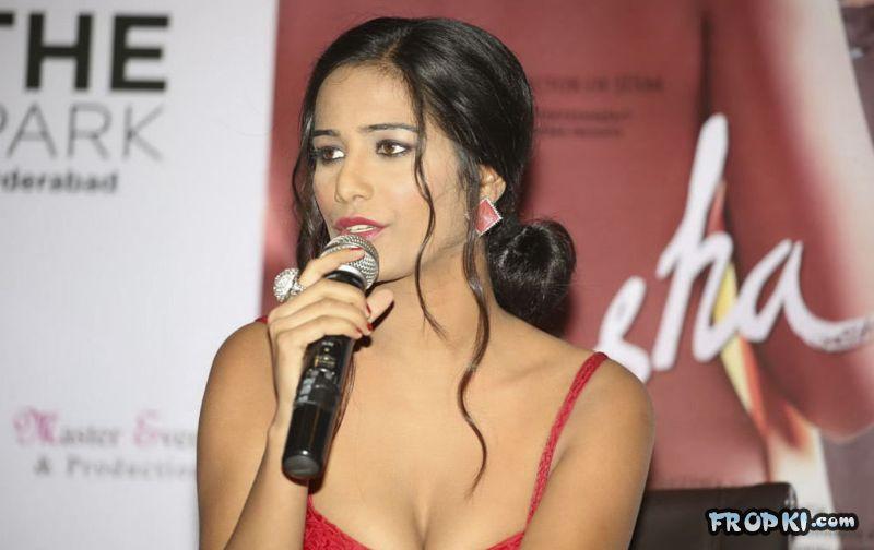 Poonam Pandey At Nasha Promotion 097