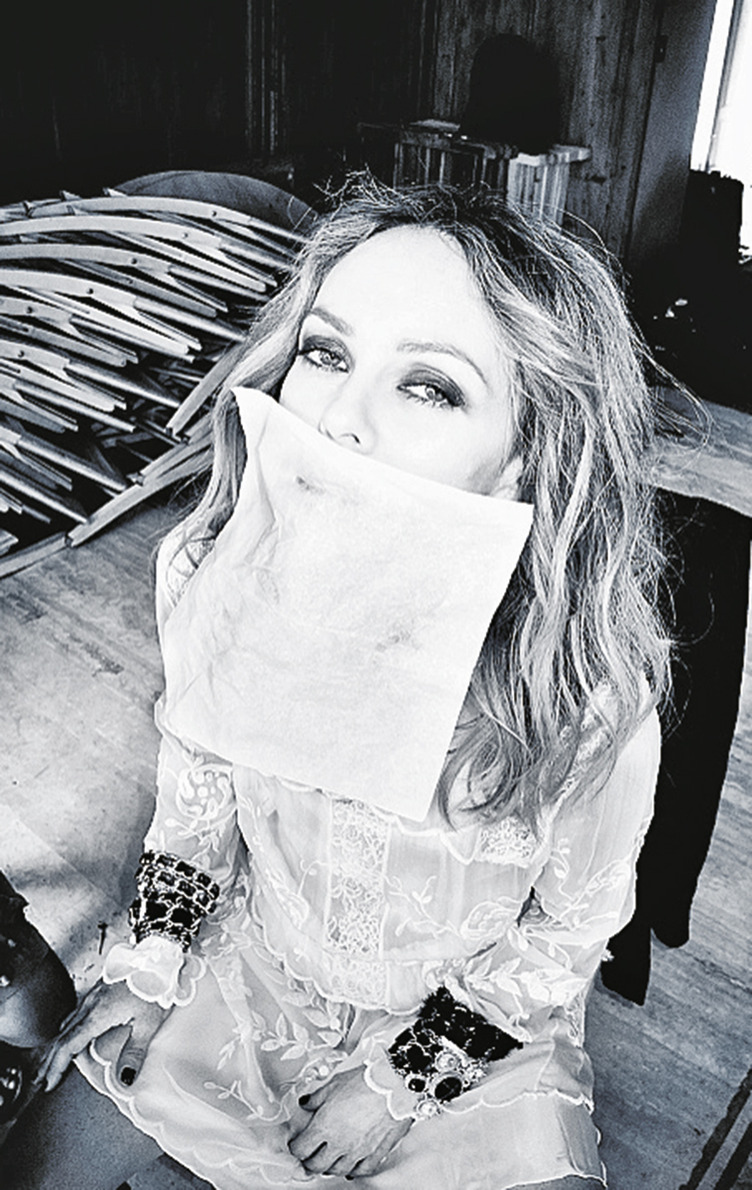 PRESSE PARADISIAQUE #4 - Page 6 12_cover_story_vanessa_paradis_making_of