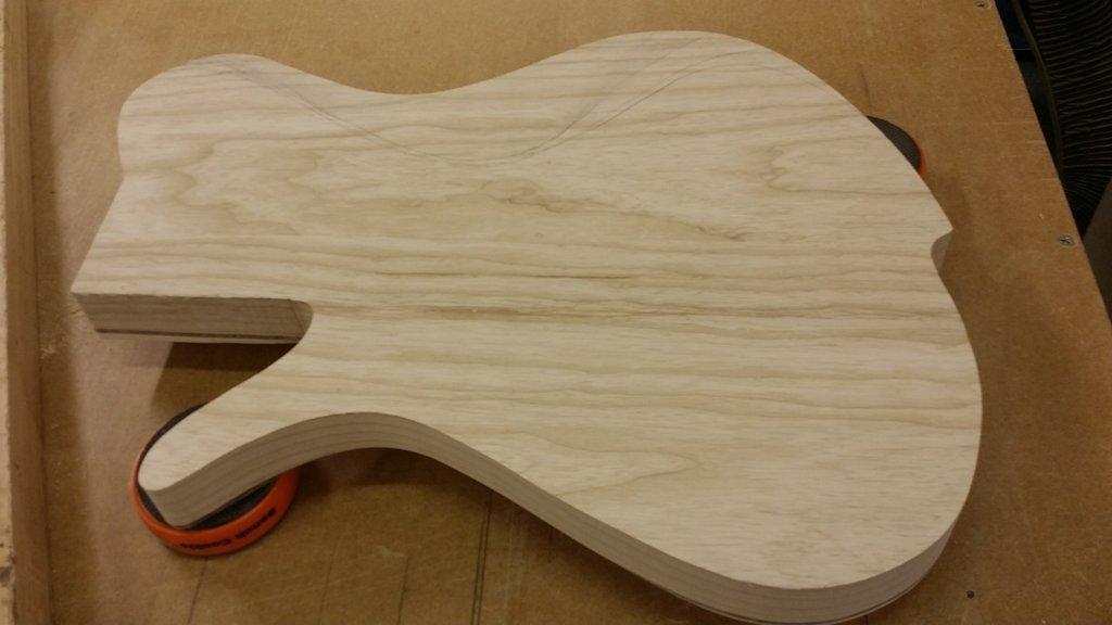 Construção caseira (amadora)- Bass Single cut 5 strings - Página 2 11770659_10153523207339874_1348422318_o