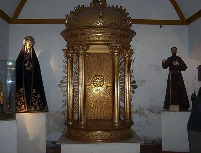 UNA VISITA AL MUSEO DEL CONVENTO DE SAN FRANCISCO SALTA AA_COLUMNARIO_CON_SANTISIMO_SACRAMENTO_SIGLO_XVI