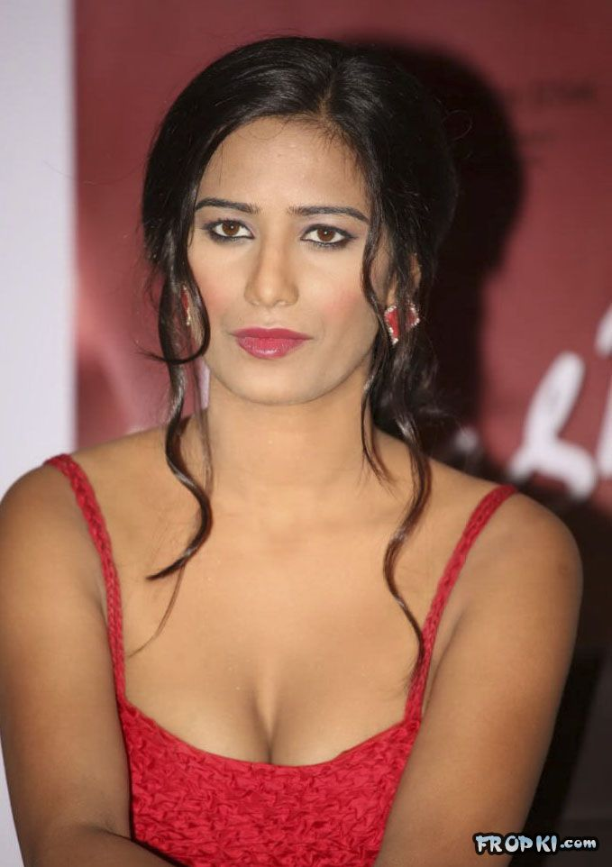 Poonam Pandey At Nasha Promotion 005