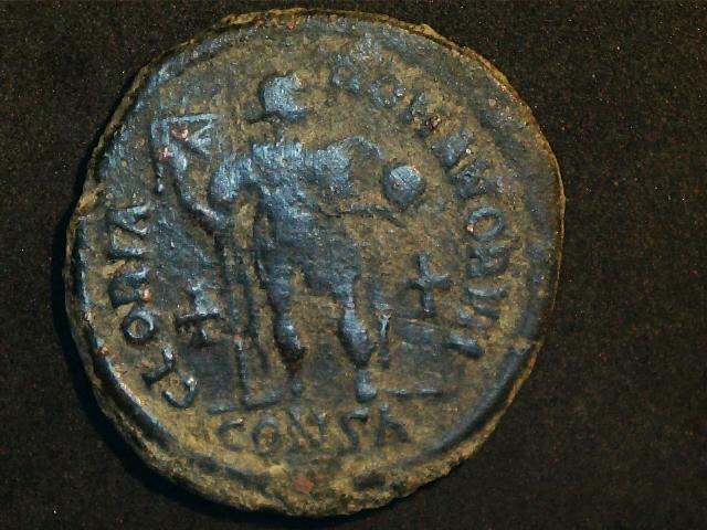AE2 de Honorio. GLORIA ROMANORVM. Emperador estante de frente. Ceca Constantinopla. 2016_12_16_0004_0_X