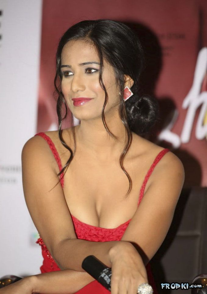 Poonam Pandey At Nasha Promotion 001