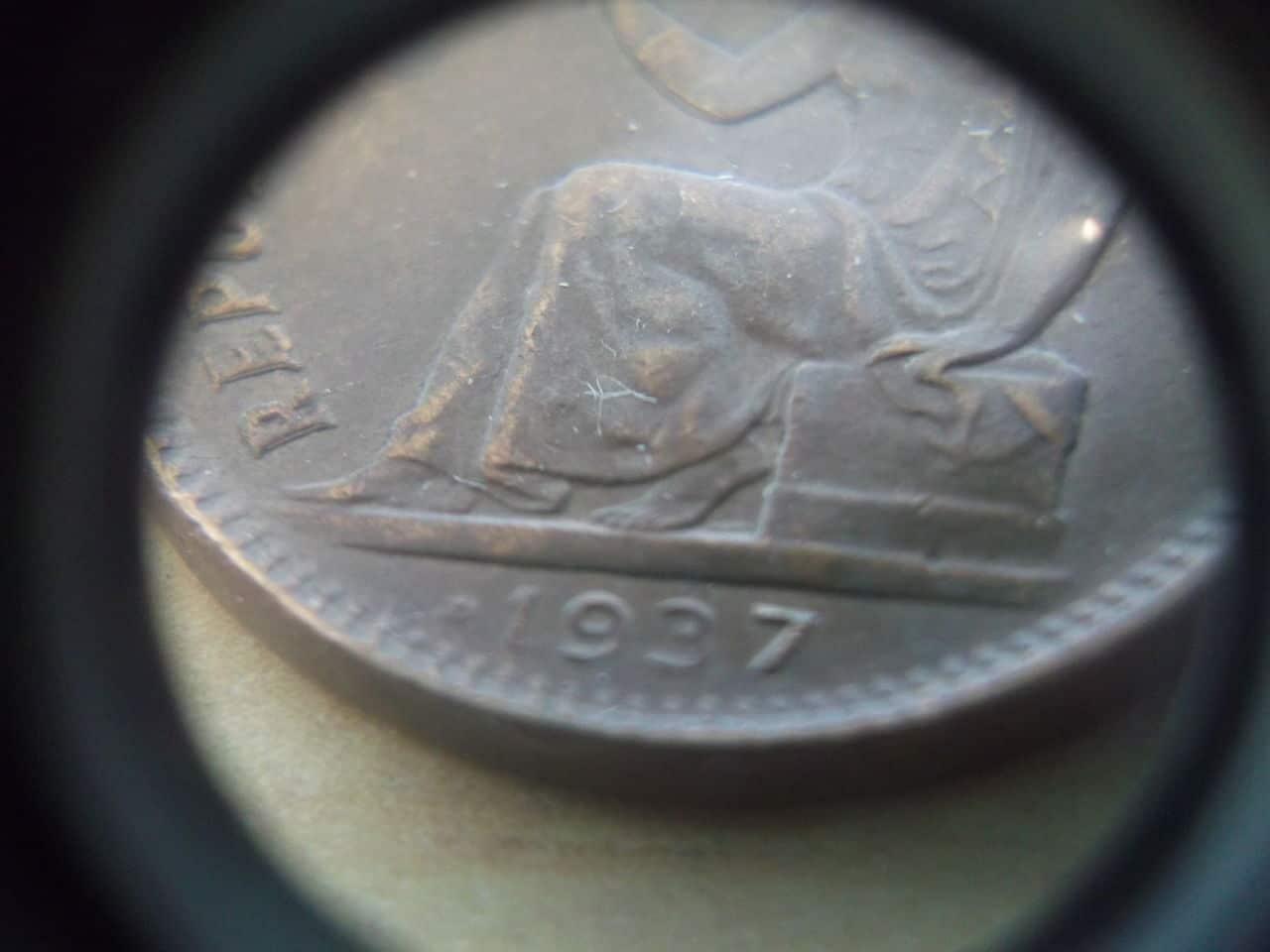 50 céntimos 1937 sin estrella derecha y con 4 dedicada a Variantes DSCF3312