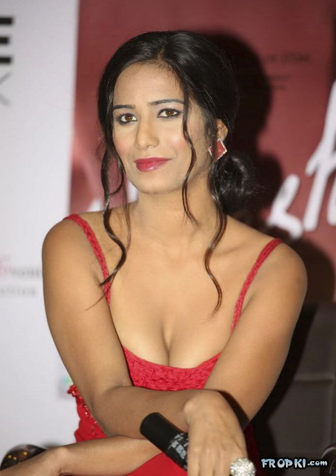 Poonam Pandey At Nasha Promotion 002