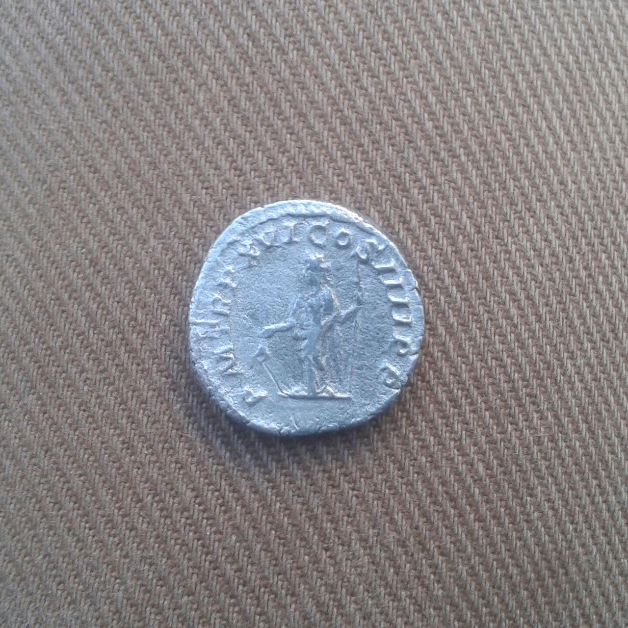 Denario de Caracalla. P M TR P XVI COS IIII P P. Libertas. Ceca Roma. 20160329_193549_1_1