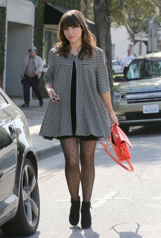 Slike Sophie-Brooke - Page 9 Sophia_Bush_Shops_Friends_Los_Angeles_q_O8_Qlbl5_L