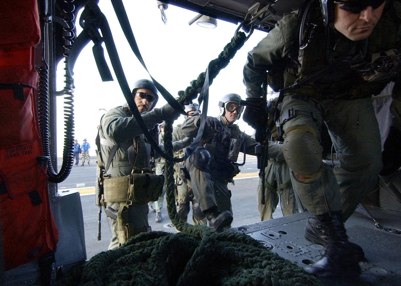 Hellenic Military & Security Multimedia US_Navy_070418_N_8493_H_002_Greek_sailors_board_a