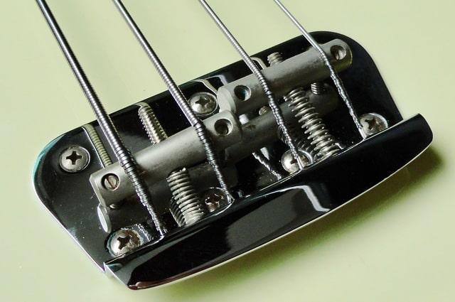 Qualidade da construção de um contrabaixo Fender na década de 50 vs atualmente DSC07734