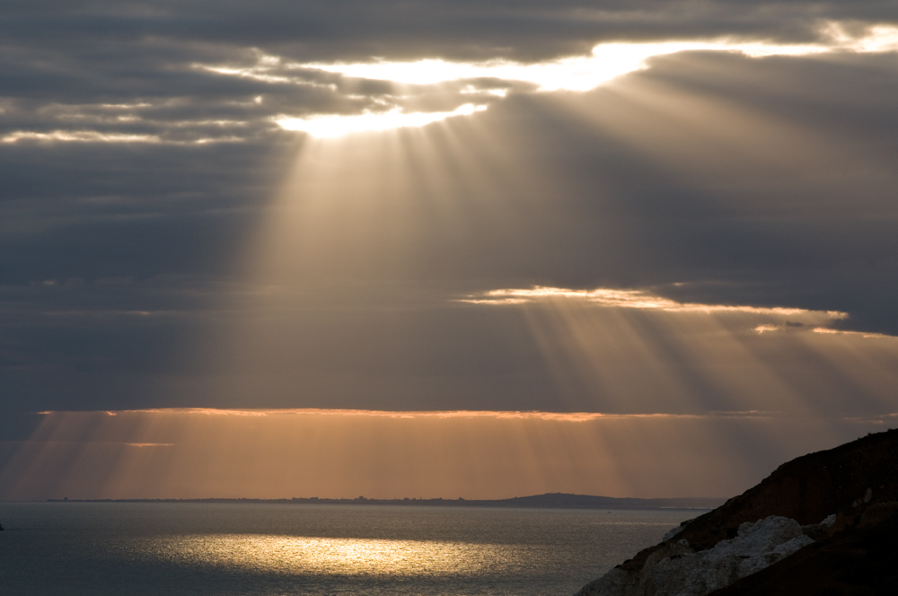 Die Erde, in der wir leben und der Raum, der die Welt ist Sonnenstrahlen_39269a05_6009_4e06_8edb_535a58ac7