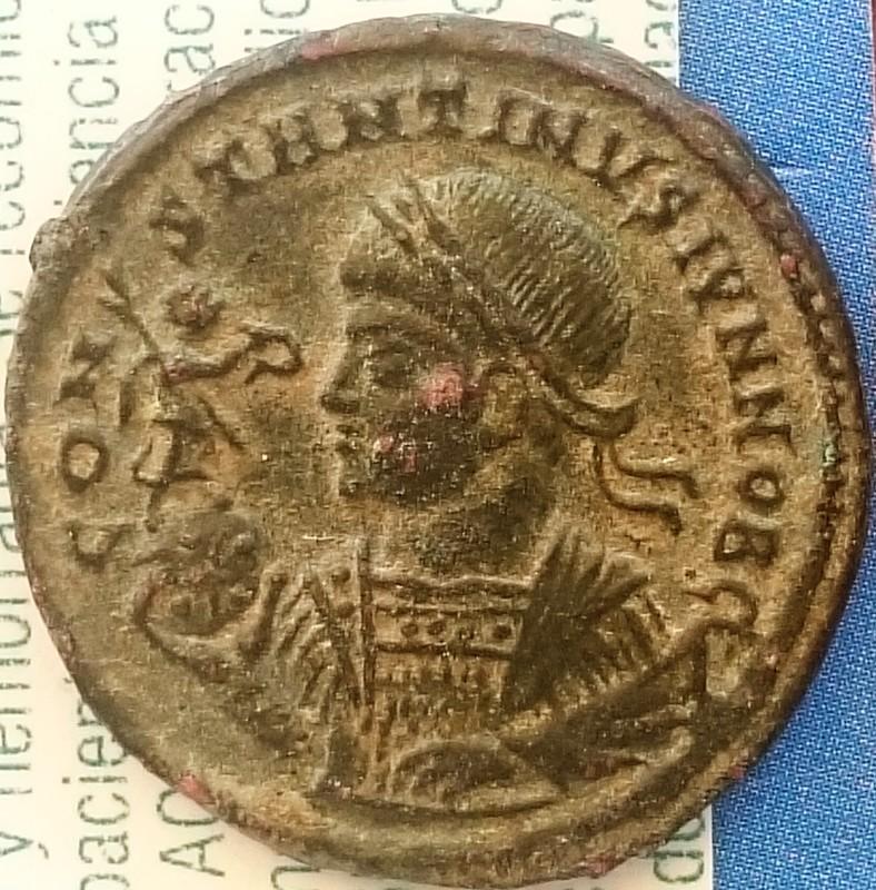 AE3 de Constantino II. VIRTVS EXERCIT. Vexilium con linscripción VOT X; debajo cautivos. Ceca Siscia.  DSC_0019