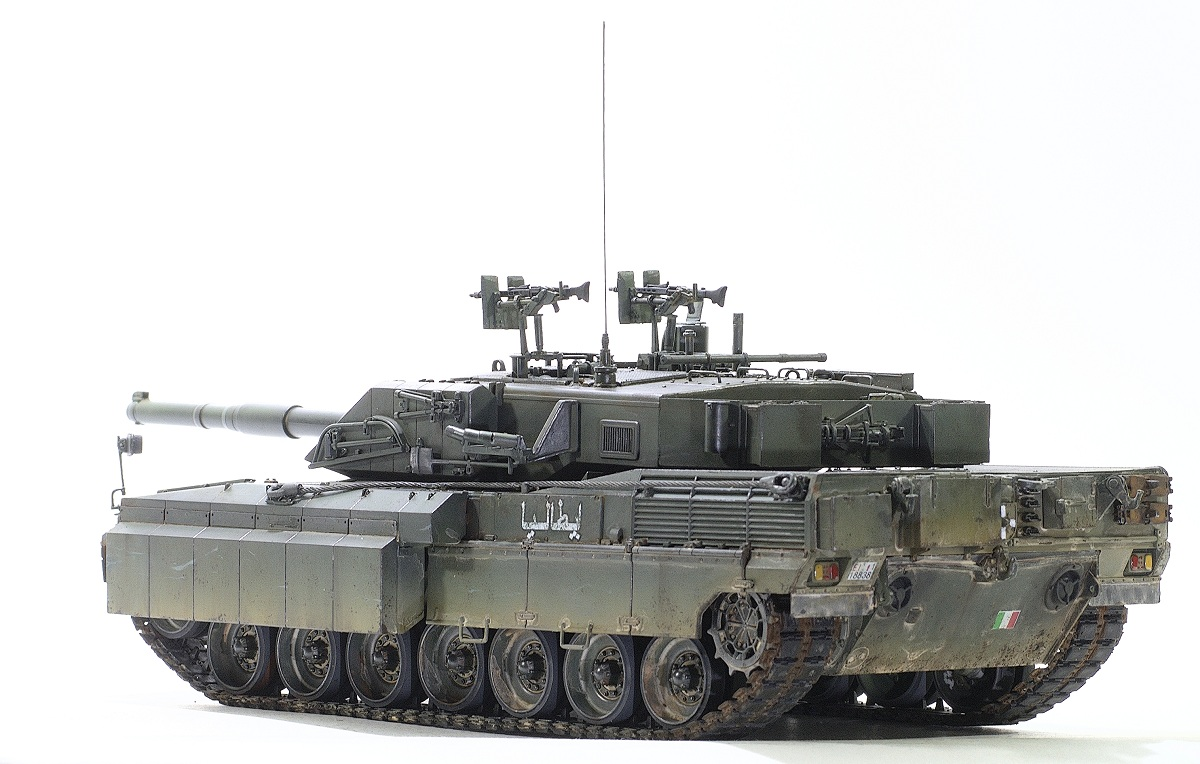 С1 Ariete with uparmored Trumpeter 1/35 Image
