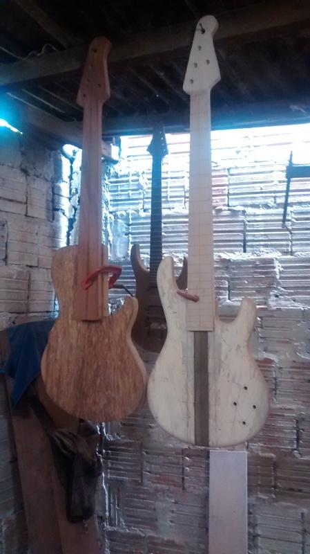 Projeto novo: Singlecut 5 cordas com headstock tipo Musicman (NS Luthieria) 5c_e_outro