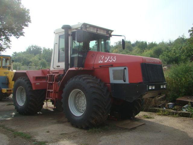 Hilo de tractores antiguos. - Página 24 KIROVETS_K744