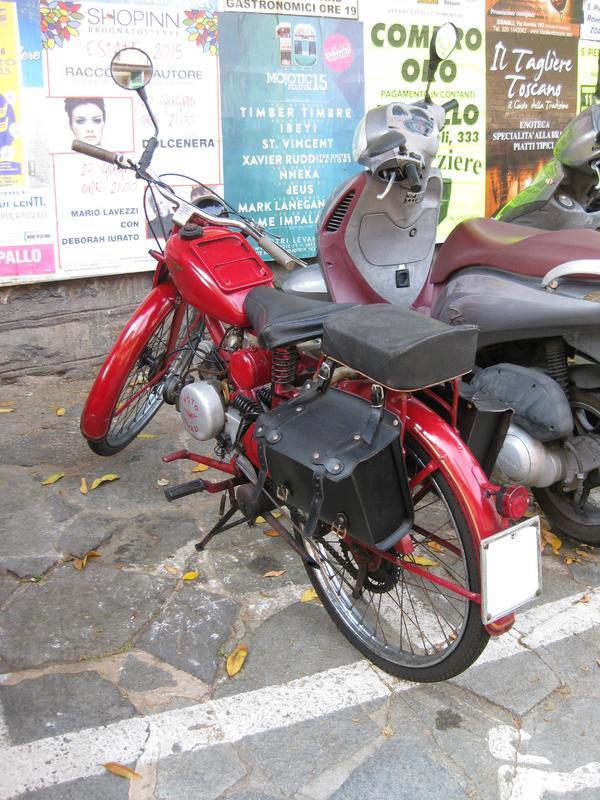 Foto di moto d'epoca o rare avvistate per strada - Pagina 14 Bhbghmj