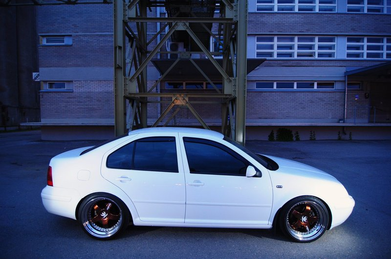 BORA 1.8T CANDYWEISS IMG_3348