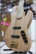 Mostre o mais belo Jazz Bass que você já viu - Página 7 74693_527377770639884_1865843250_n