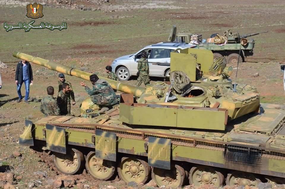 الوحش الفولاذي لدى قوات الجيش السوري .......الدبابه T-72  10982082_727212214056167_7387090667024537163_n_j