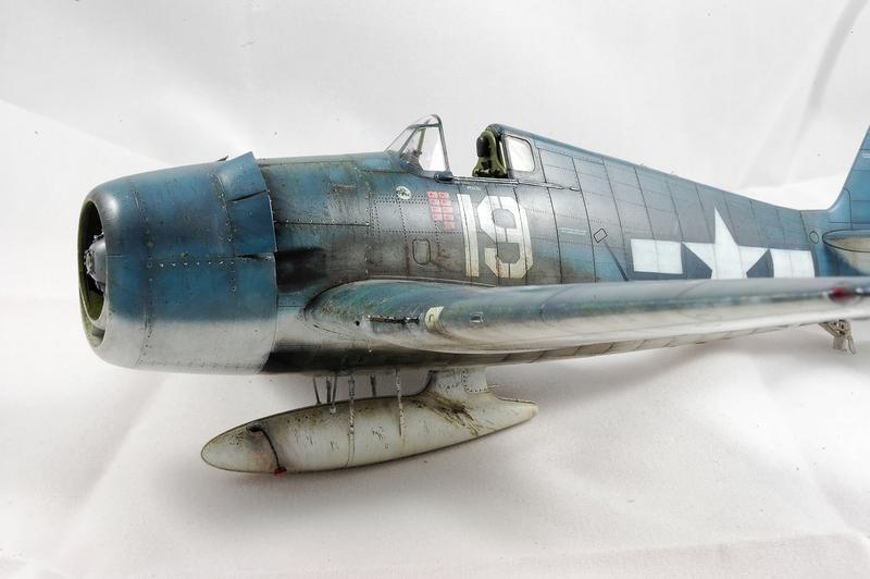 Hellcat F6F-3 Alex Vraciu - Eduard 1/48 DSC_2244_Dx_O