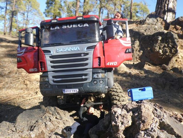 LA SUECA  Scania  trialero con quinta rueda IMG_1502