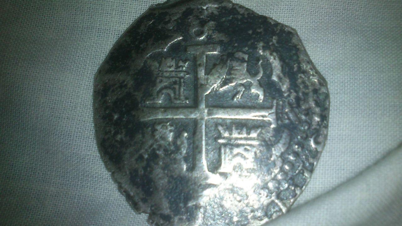 8 reales de Carlos II, Lima, ensayador VR?. 333