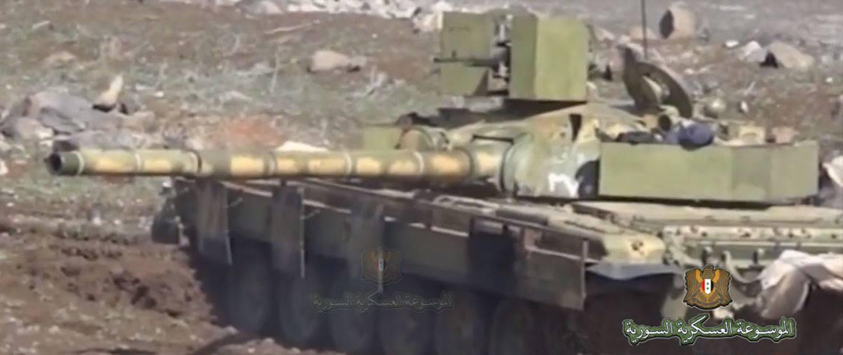 الوحش الفولاذي لدى قوات الجيش السوري .......الدبابه T-72  11018878_726441020799953_1615715243737810980_o