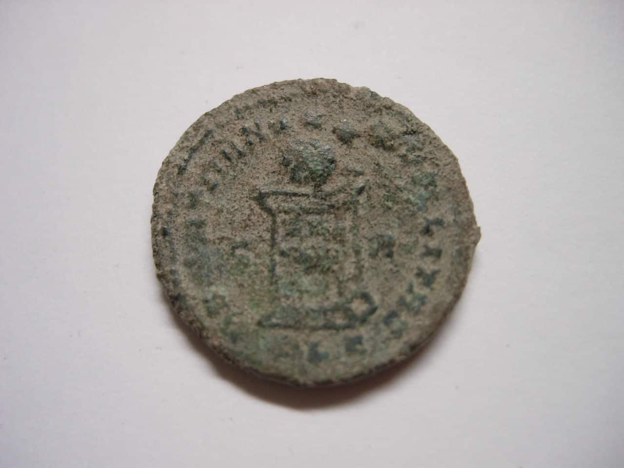 AE3 de Constantino II. BEATA TRANQVILLITAS. Lyon Imagen_006