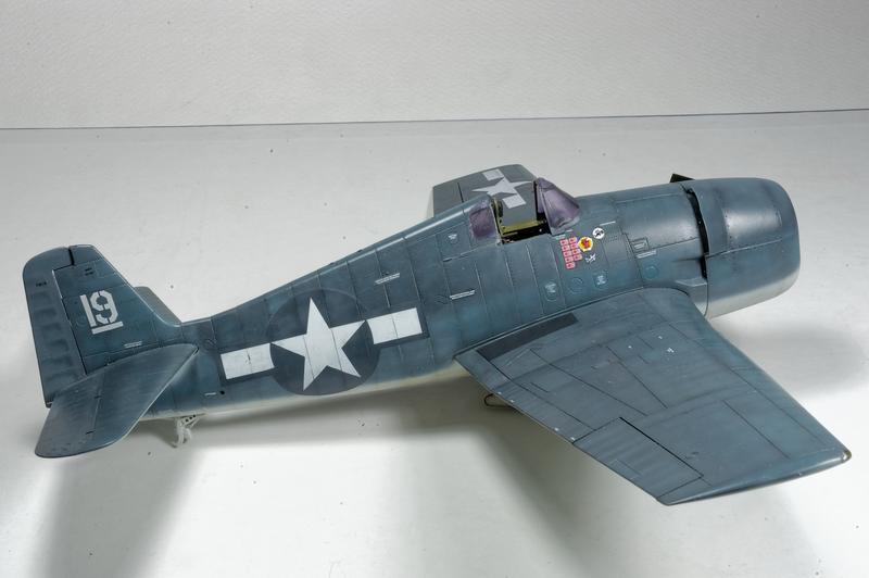 Hellcat F6F-3 Alex Vraciu - Eduard 1/48 DSC_2170_Dx_O