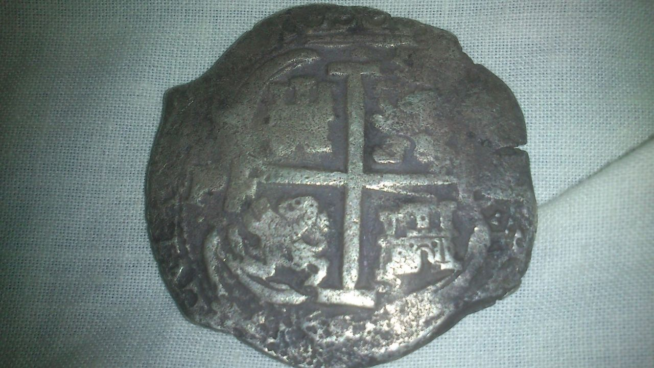 8 reales de Carlos II, Potosí, ensayador E. 111b
