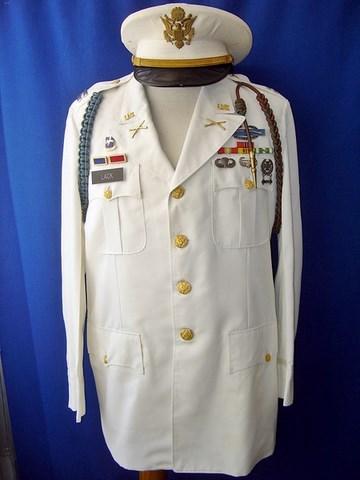 Un peu de ma collection d'uniformes. DSC01762_800x600_640x480