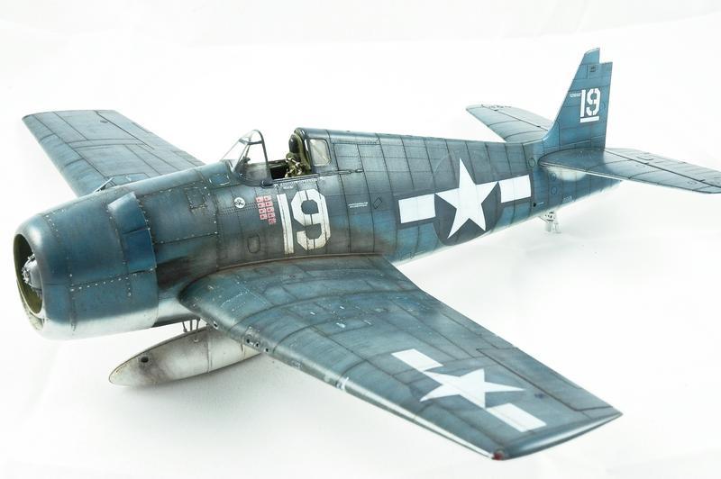 Hellcat F6F-3 Alex Vraciu - Eduard 1/48 DSC_2224_Dx_O