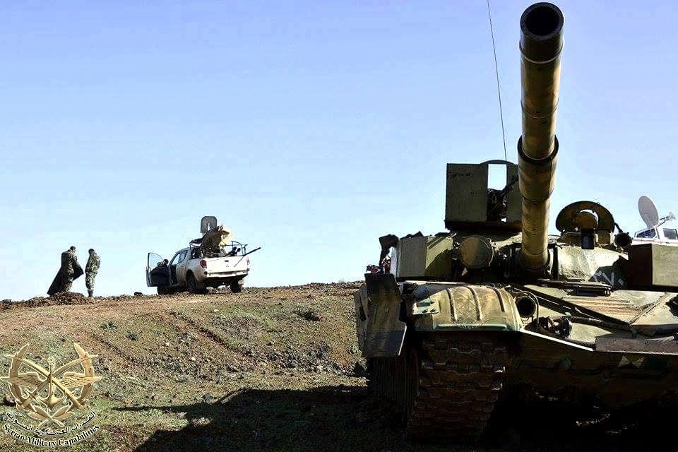الوحش الفولاذي لدى قوات الجيش السوري .......الدبابه T-72  10313035_875108285865037_5717185912938993424_n_j