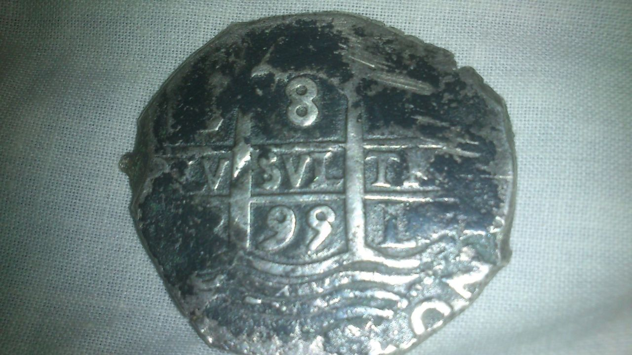 8 reales de Carlos II, Lima, ensayador VR?. 333b