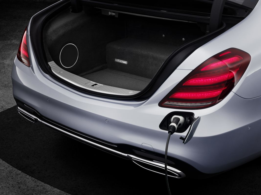 (FRANKFURT) Mercedes-Benz S 560e Mercedes-_Benz-_S560e-2
