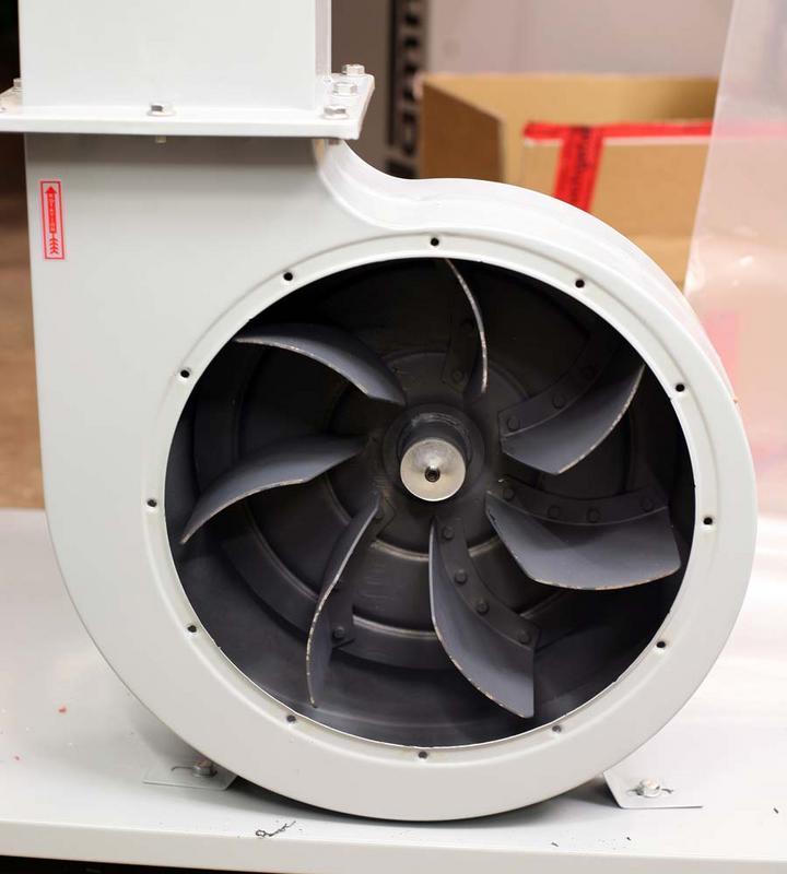 Aspirateur double sacs Holtzmann ABS3880 IMG_6979c1s