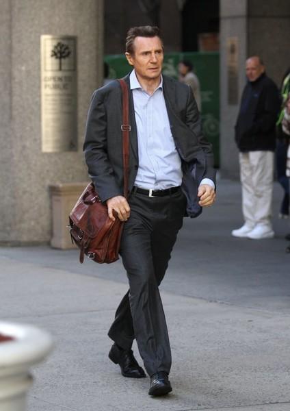 Liam Neeson - Página 2 Stars_Set_Commuter_NYC_Hk_P4_Muh_Ao_QMl