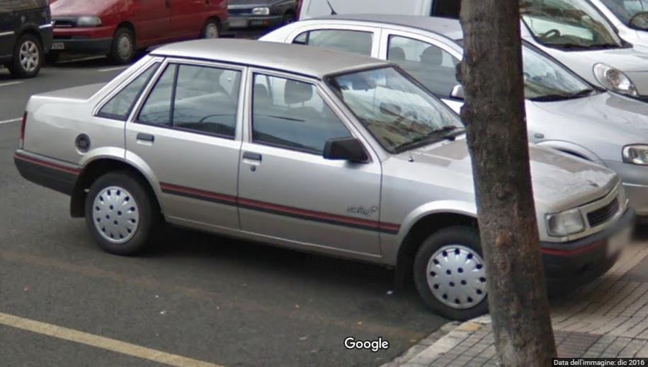 Auto  storiche da Google Maps - Pagina 6 Corsa_sedan