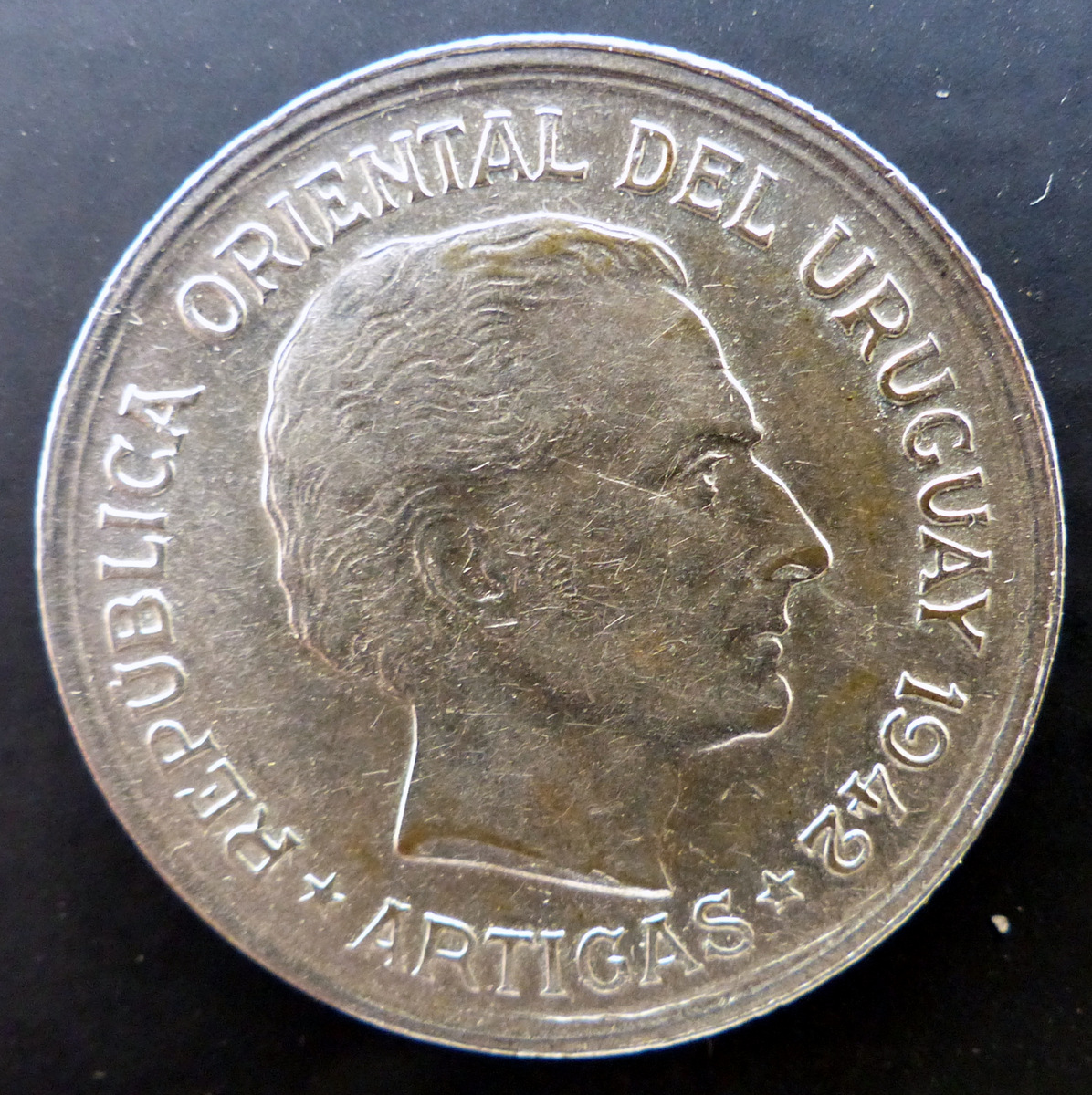 """Uruguay - 1942 - Un peso - """"El puma"""" 1_peso_r"""