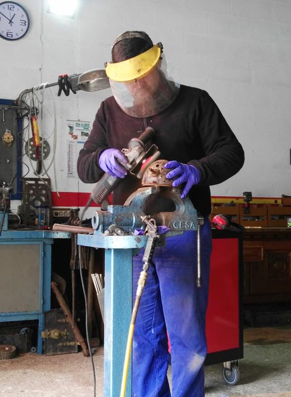 [Hanomag Barreiros R-335S] Presentación y restauración de mi tractor IMG_20180103_141038
